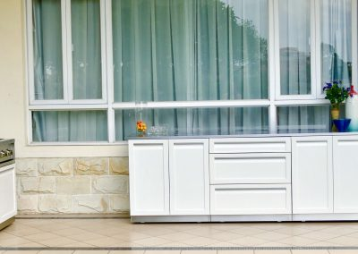White 5 PC on porch
