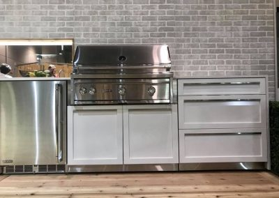 Lynx grill in 4 life outdoor kitchen cabinet